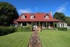 300 M2 EXQUISITE HOME OFFERING PRIVACY